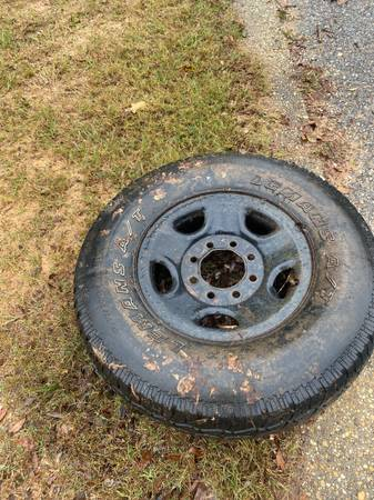 Photo Free Spare tire to a 8 lug Chevy truck (Pensacola)