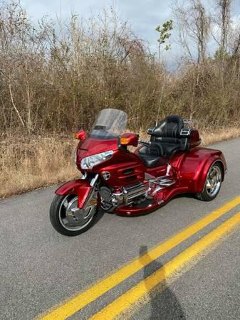 Photo HONDA GOLDWING GL 1800 W CSC VIPER TRIKE KIT CONVERSION - $22,900 (ROME,GA)
