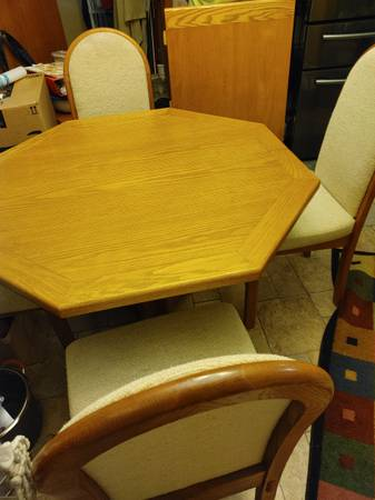 Photo Oak Wood Dining Room Table set with Insert  6 chairs - $225 (Milton)