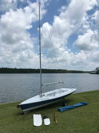 Photo Vanguard 15 Sailboat w Dolly  Trailer - $1750 (Josephine)