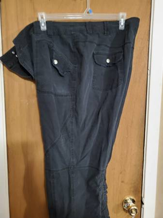 Photo Women39s size 26 capricrop pants - $5.00 each or $10.00 for all - $5 (W Pensacola)