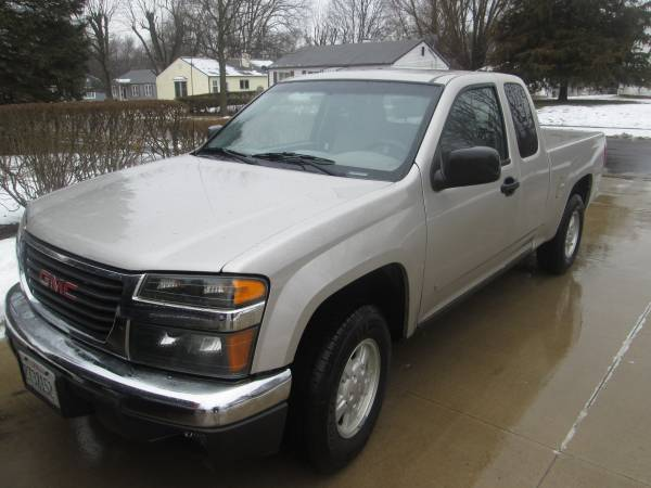 Photo 2008 GMC CANYON EXT. CAB TRUCK new tires about 1,000 miles on them - $5500 (MARQUETTE HEIGHTS)