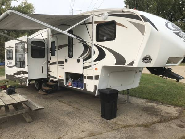 Photo 2014 Keystone Cougar Xlite 29 RET Fifth Wheel - $20,990 (East Peoria)