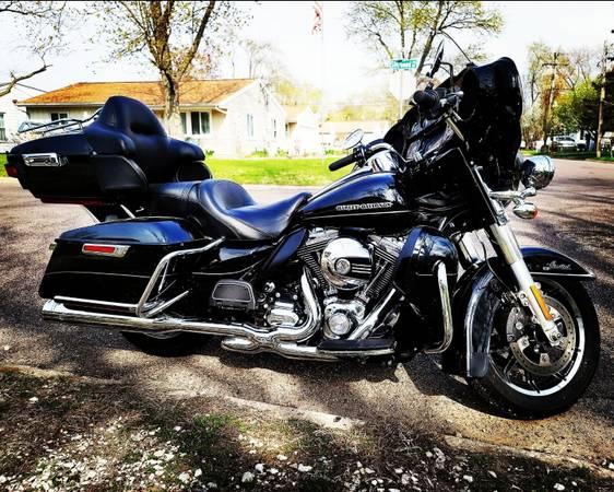Photo 2016 Harley Davidson Ultra Limited - $17,500 (Bellevue)