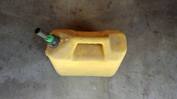 Photo 5 gallon diesel fuel needs new spout - $2 (Manito)