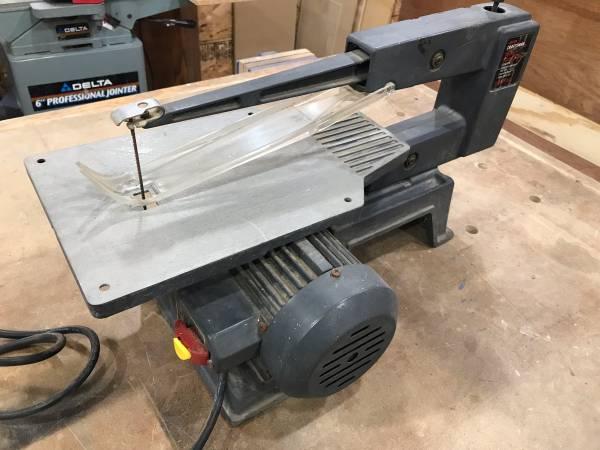 Photo Craftsman 16 inch scroll saw