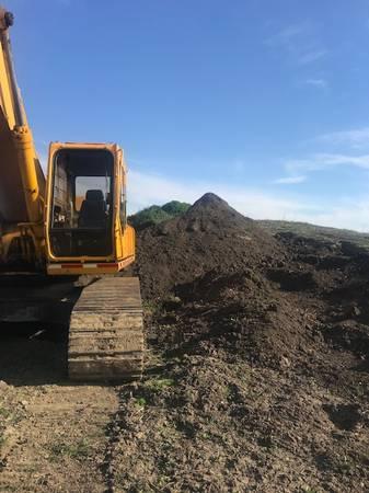 Photo Fill clay $3 ton , Black dirt $25 ton (armington)