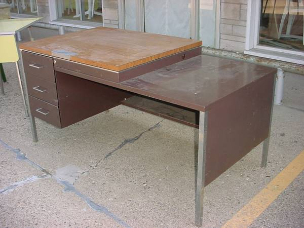 Photo For Sale Metal Desk with drawers. - $60 (Pekin - - Northside)