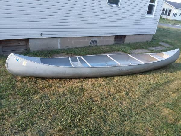 Photo Grumman 1739 aluminum canoe - $375 (Pekin)