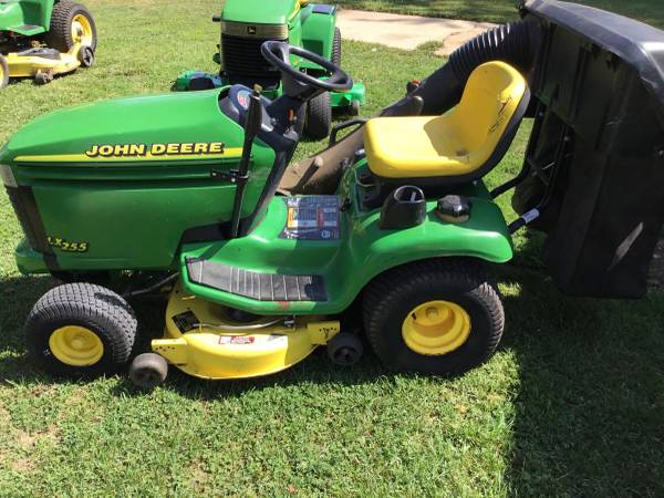 Photo John Deere LX255  Bagger and snow blade - $750 (South of Canton)