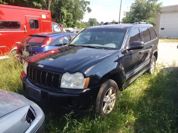 Photo Parting Out 2006 Jeep Grand Cherokee - $100