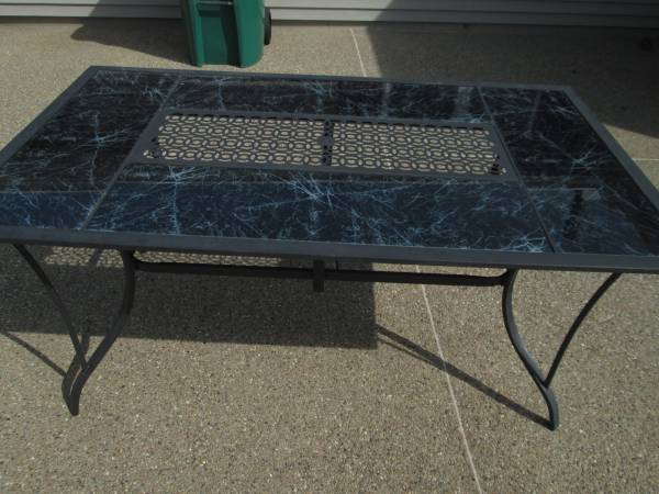 Photo Patio Table with glass inserts - $30 (washington)