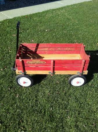 Photo Radio Flyer wagon wremovable wood slats - $35 (East Peoria)