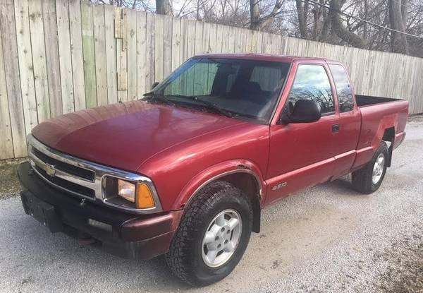 Photo S10 CHEVY 4x4 113k Low Miles Rusty but Trusty - $1995 (113k.. Free CarFax.)