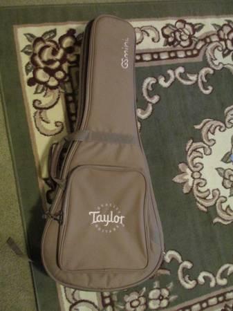 Photo Taylor GS Mini guitar case - $45 (Groveland)