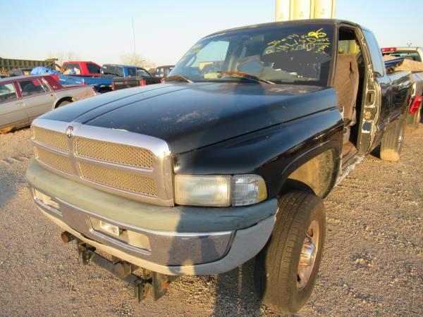 Photo 1995 Dodge Ram 1500 4x4 Parts (3101 S 61st Street)