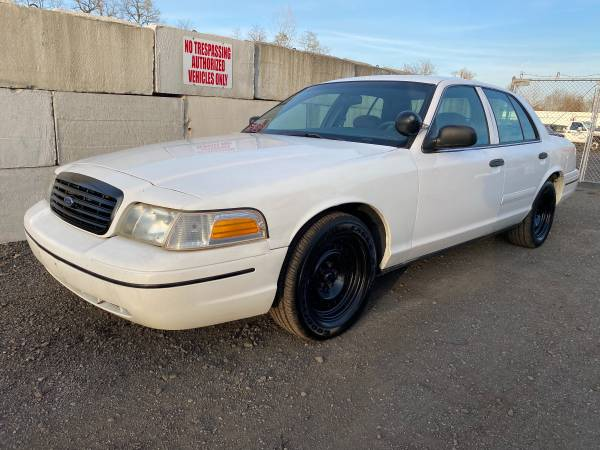 Photo 2000 Ford Crown Victoria P71 Police Interceptor 177k miles - $1,800 (Feasterville PA)