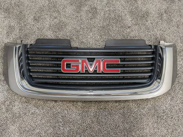 Photo 2002-2009 GMC Envoy Grill - $100 (West Chester, PA)