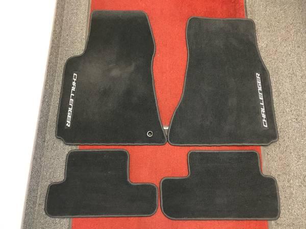 Photo 2008-2011 DODGE CHALLENGER PREMIUM CARPET FLOOR MATS - 4PCS - BLACK - $85 (West Chester)