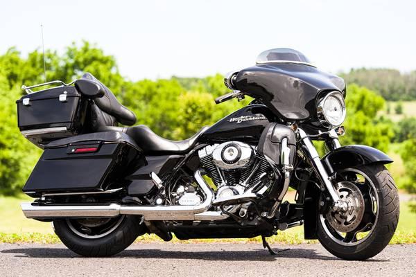 Photo 2009 Harley-Davidson Street Glide FLHX Many Extras 96quot6-Speed Extras - $11,995 (Zieglerville)