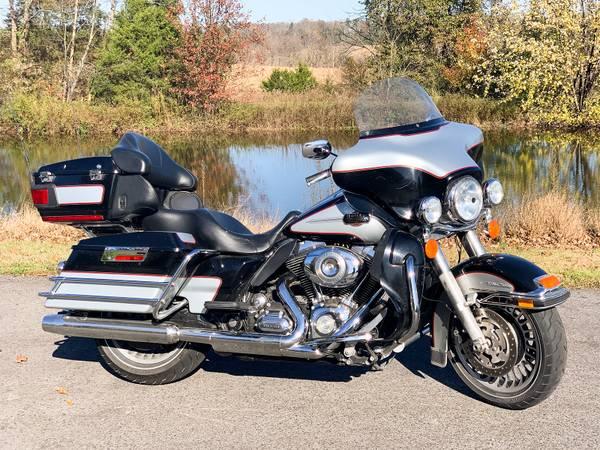 Photo 2010 Harley-Davidson Electra Glide Ultra Classic FLHTCU 96quot 6-Speed - $11,495 (Zieglerville)