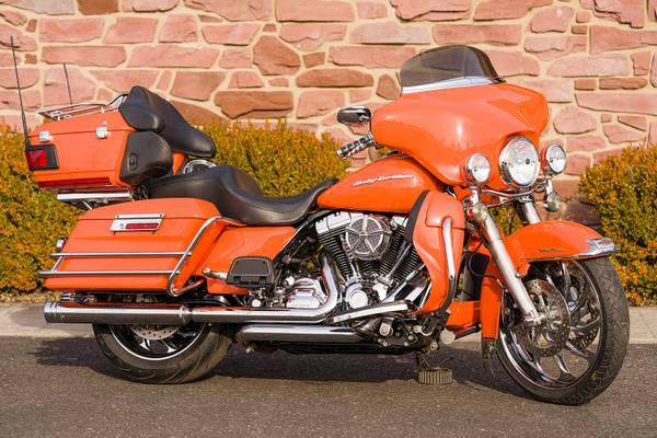 Photo 2010 Harley-Davidson Electra Glide Ultra Classic FLHTCU Big Wheel Bagg - $13,995 (Zieglerville)