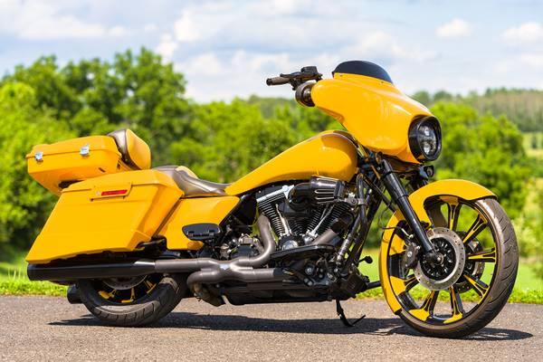 Photo 2013 Harley-Davidson Street Glide FLHX Stretched Big Wheel Bagger 103quot - $19,995 (Zieglerville)