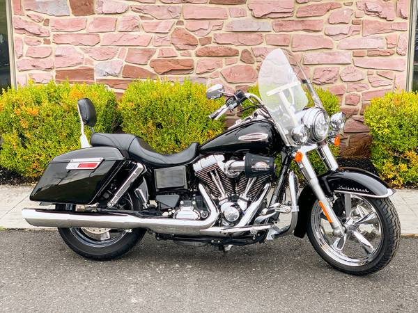 Photo 2014 Harley-Davidson Dyna Switchback Switch Back FLD 103quot6-Speed - $11,495 (Zieglerville)