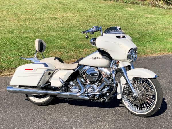 Photo 2015 Harley-Davidson Street Glide Special FLHXS Chromed Out Big Wheel - $17,995 (Zieglerville)