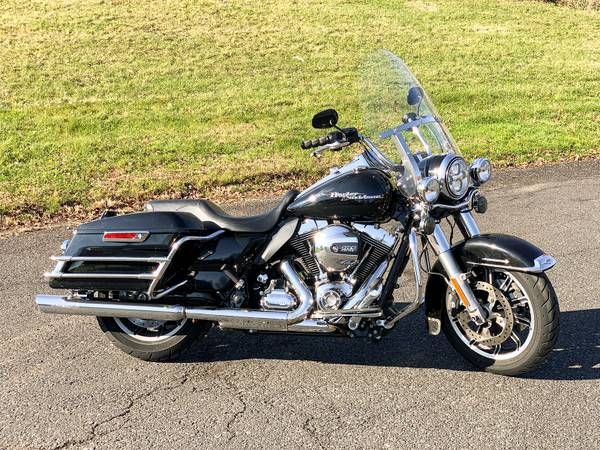 Photo 2016 Harley-Davidson Police Road King FLHP FLHRP 13,405 Miles 103quot - $12,995 (Zieglerville)