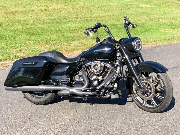 Photo 2017 Harley-Davidson Road King Special FLHRXS Big Wheel Custom Bagger - $22,495 (Zieglerville)