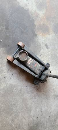 Photo 3 ton craftsman floor jack - $50 (Pennsauken)
