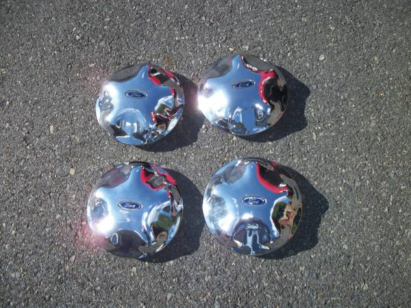 Photo (4) 97-04 FORD EXPEDITION  F150 CENTER CAPS - $25 (MONTCO, PA)
