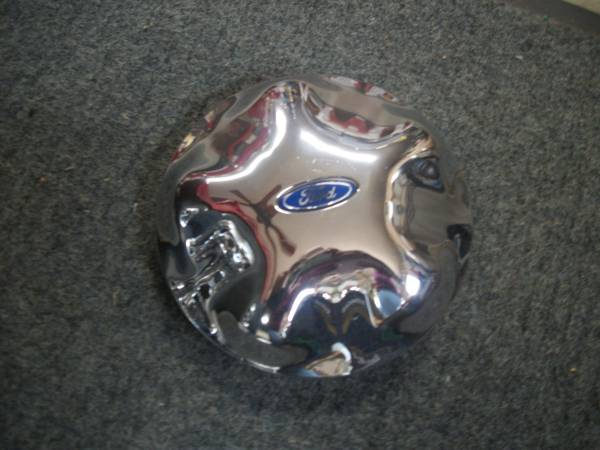 Photo 97-04 FORD F150  EXPEDITION CENTER CAP - $10 (MONTCO, PA)