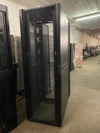Photo APC 48U AR3157 Deep Server Cabinet Fully Enclosed frontback doors - $750 (Philadelphia, Pa)