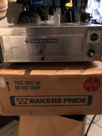 Photo Bakers Pride Pizza Oven - $300 (Roxborough)