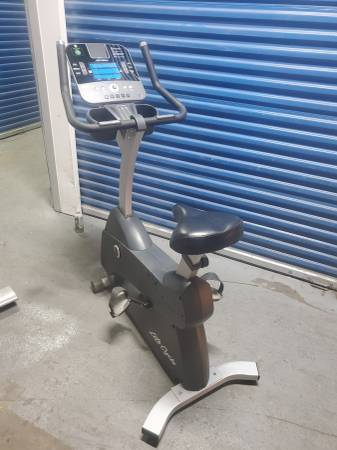 Photo C3 Lifefitness Life fitness upright exercise Bike-I can deliver - $350 (Tacony)