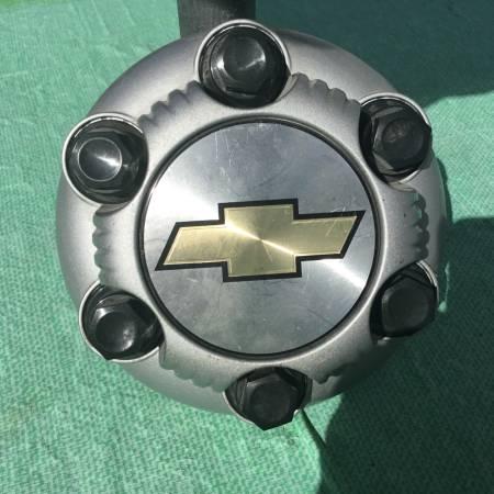 Photo CHEVY 6) LUG CENTER CAP (1) - $5 (Clifton Heights,Pa.)