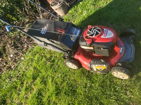 Photo CRAFTSMAN 6.75 hp LAWN MOWER WITH BAG - $100 (WARMINSTER)