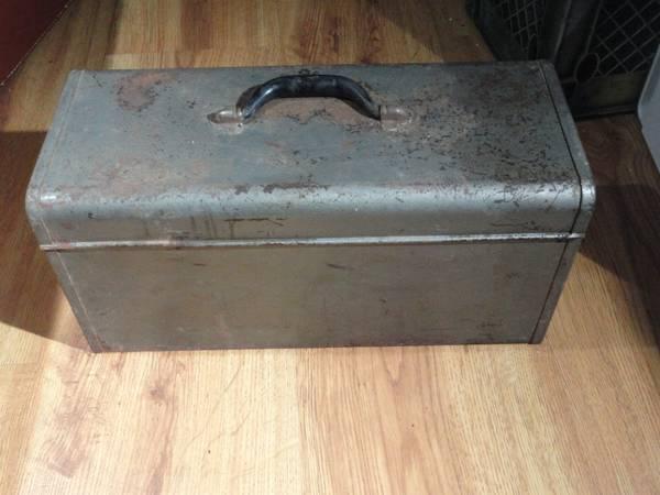 Photo CRAFTSMAN LARGE STEEL TOOL BOX - $25 (Newtown Square)