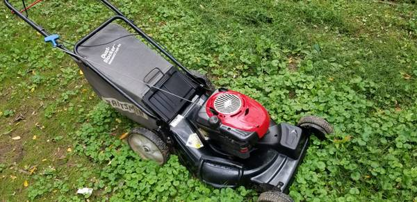 Photo Craftsman 6.5 self propelled lawn mower with bag - $150 (Bensalem)