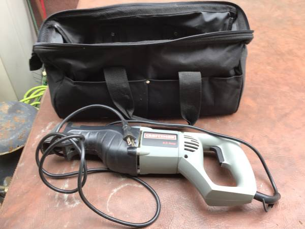 Photo Craftsman 8 AMP Corded Reciprocating Saw 172.171801 with carrying bag - $65 (Bristol pa)