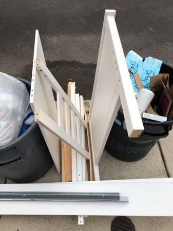Photo Curb alert IKEA Hemnes twin bed frame (Fishtown)