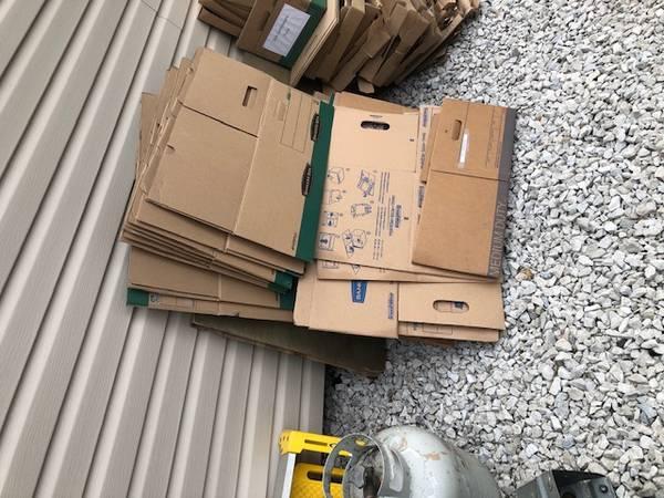Photo Curb alert metal , boxes misc, trash can , snow shovels (Media PA)