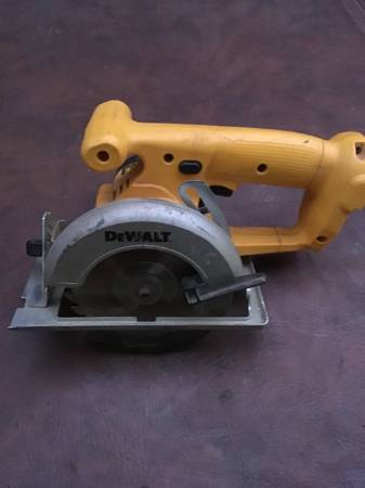Photo Dewalt 14.4 Volt DW935 5-38quot Circular Trim Saw Tool No battery or cha - $50 (Bristol, Pa)