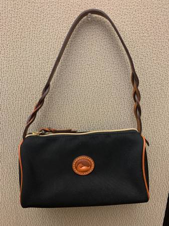 Photo Dooney And Bourke Black Purse - $30 (Society hill)