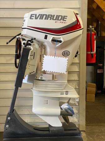 Photo Evinrude Etec 40HP Outboard Motor (CROYDON)