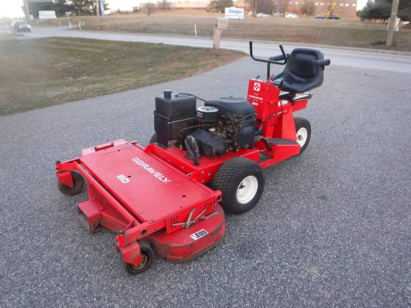 Photo GRAVELY PRO MASTER 300  20 HP 603939 CUT FRONT COMMERCIAL MOWER - $900 (19438)