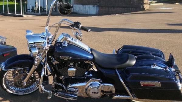 Photo Harley Davidson 2012 RoadKing Classic with Hardbags - $13,000 (Perkiomenville)