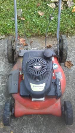 Photo Husqvarna honda gcv push lawn mower doesnt work for fix or part - $20 (glenside)